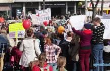 Hebammen demonstrieren